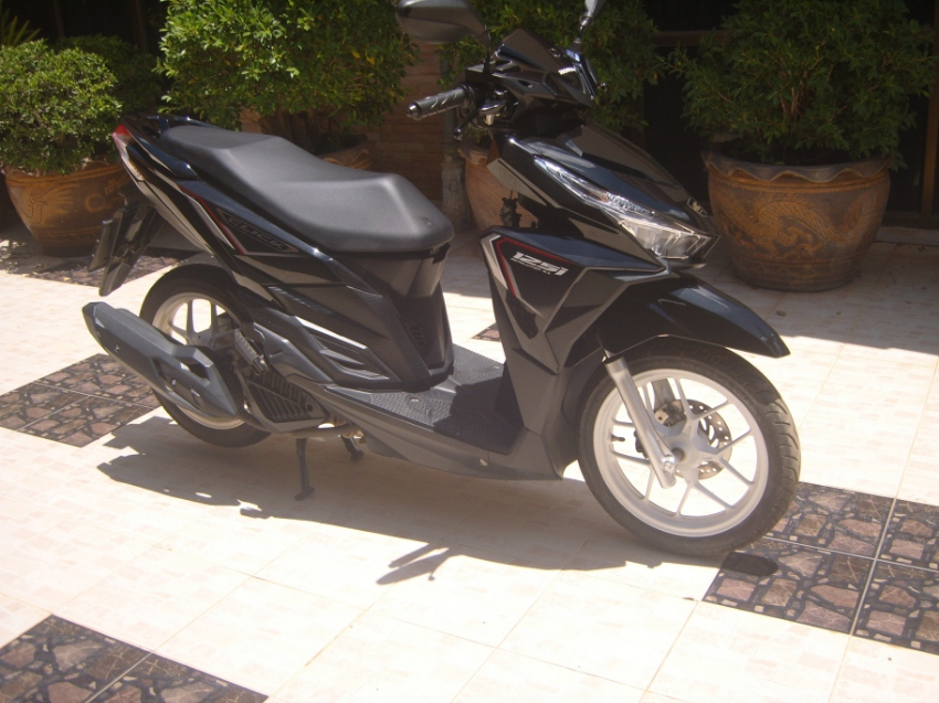 HONDA CLICK 125i as new,  year 2558, only 989 km
