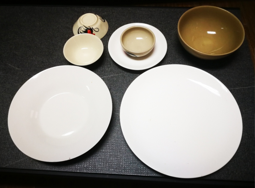 Batch of plates and cups