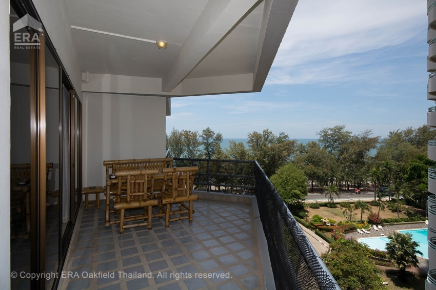 Attractive corner unit in The Royal Rayong