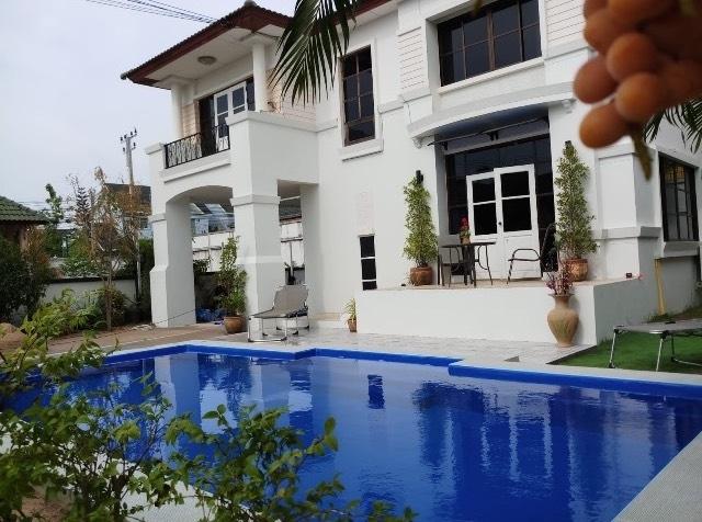 Get a Convenient Pool! Fiberglass Pools