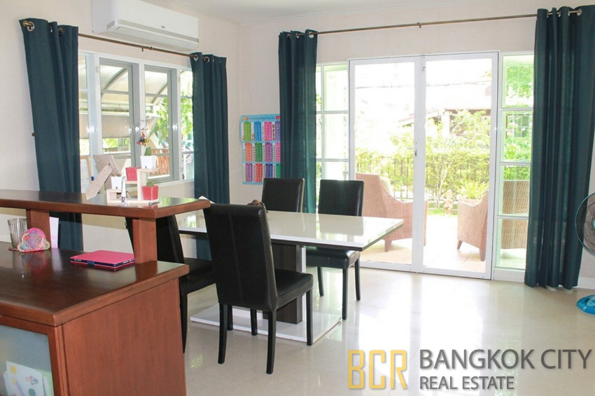 Spacious 4 Bedroom Detached House in Ramkamhaeng for Rent - HOT PRICE