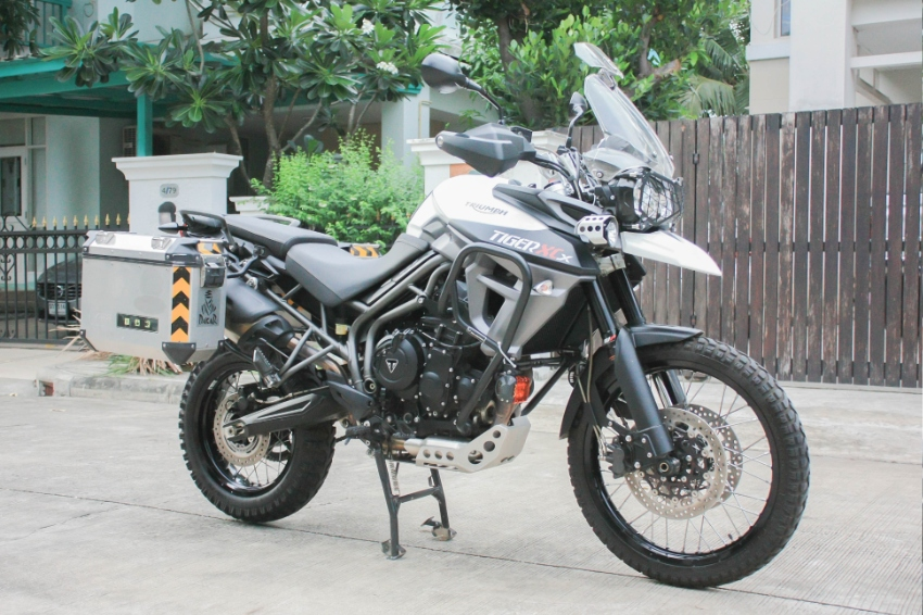 Triumph Tiger XCX 800 2016 with side box GiVi and new Tyres