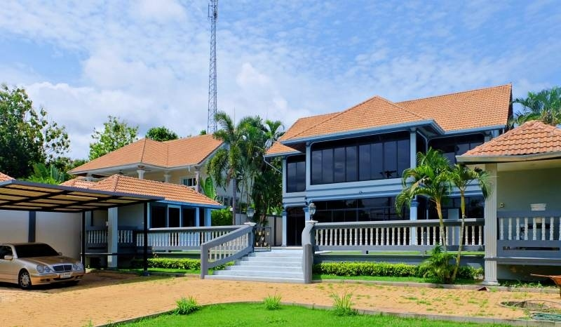 House in Lake mabprachan for rent