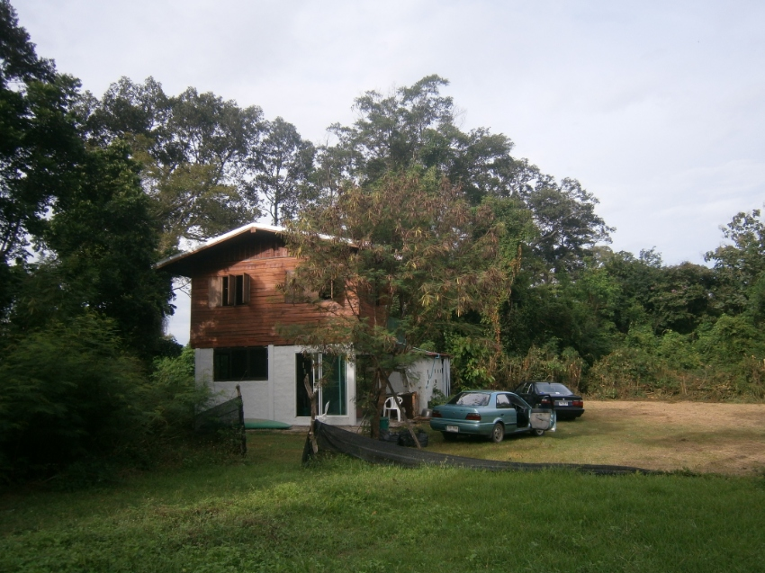 1200 square mtrs.land and house on chee river.15 min. town centre.