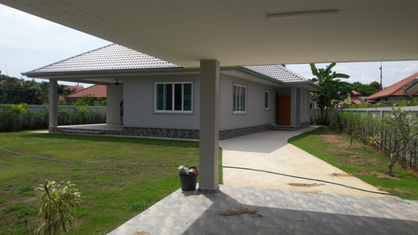 New building, nice spacious house on a large plot No.20219