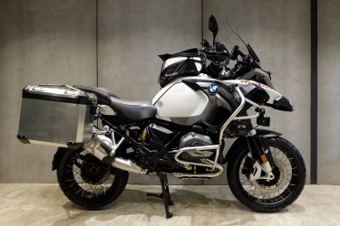 [ For Sale ] BMW R 1200 GSA with BMW side panniers and Navigator versi