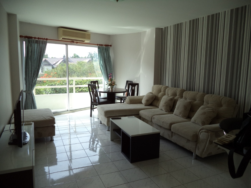 View Talay 1 double size 1 bedroom condo Bargain under 2 million THB