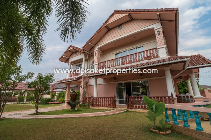 (HS239-04) Lovely 2 Storey 4 Bedroom Family Home with a Private Pool f