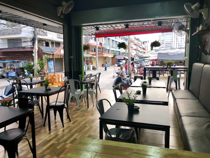Restaurant soi bokhao , 3 floors , appartement ,no key money