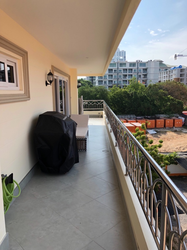 178 SQM Corner unit on 5th floor with big balconies and sea views.