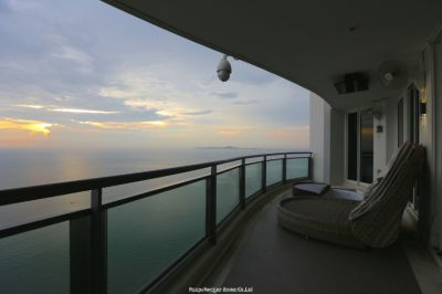 Luxurious Designer Condo with awesome view