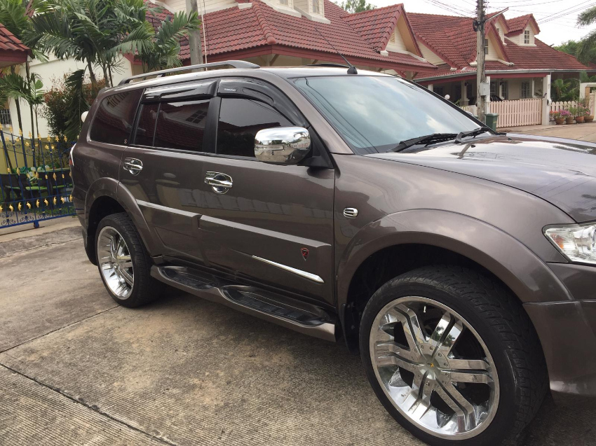 REDUCED price Mitsubishi Pajero 2.5 T Sport 2 WD Top Model 569000 bath