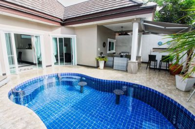 New Renovated 6 Beds & 4 Bath Pool Villa For Sale