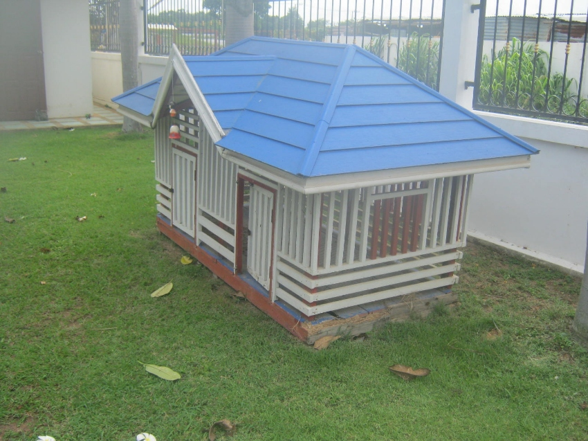 Wooden dog/cat bungalow !!