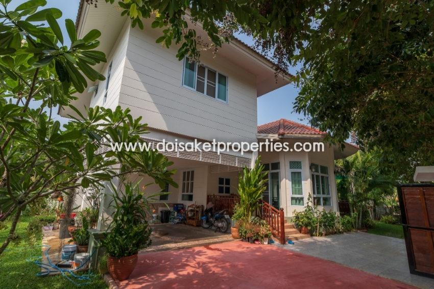 (HS238-03) Fully Furnished 3 Bedroom Home in a Nice Neighborhood