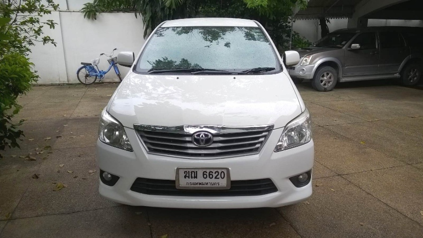* REDUCED * 2012 Toyota Innova 2.0G white one owner 132,100KM