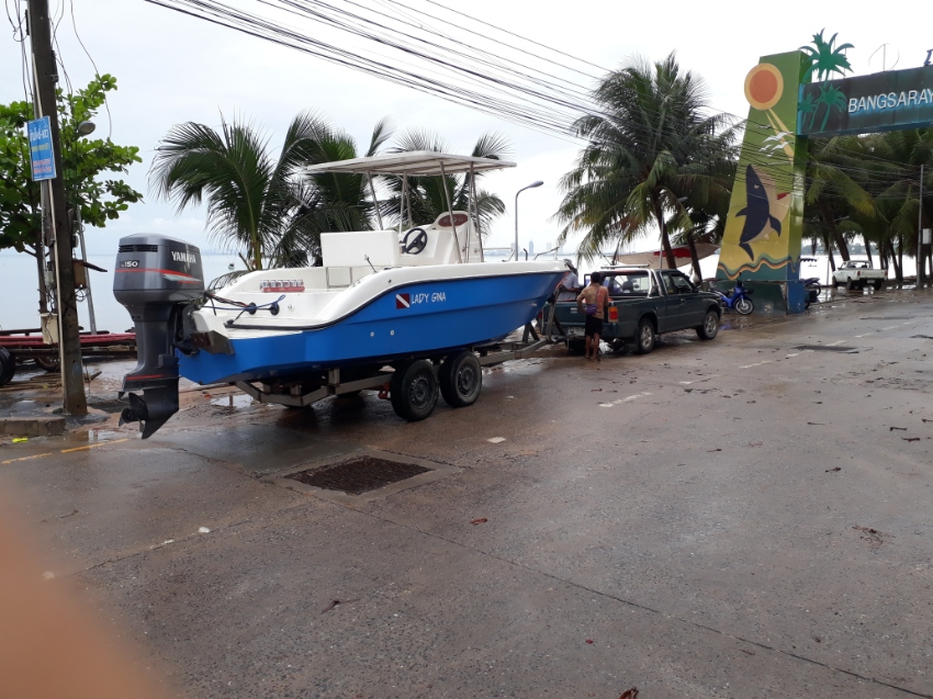 23 FT Fast Fisher /Dive Boat. Centre Console Yamaha 150 HP For Sale.