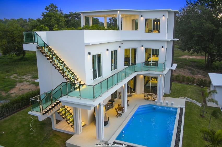 Luxurious Villa on the golf course