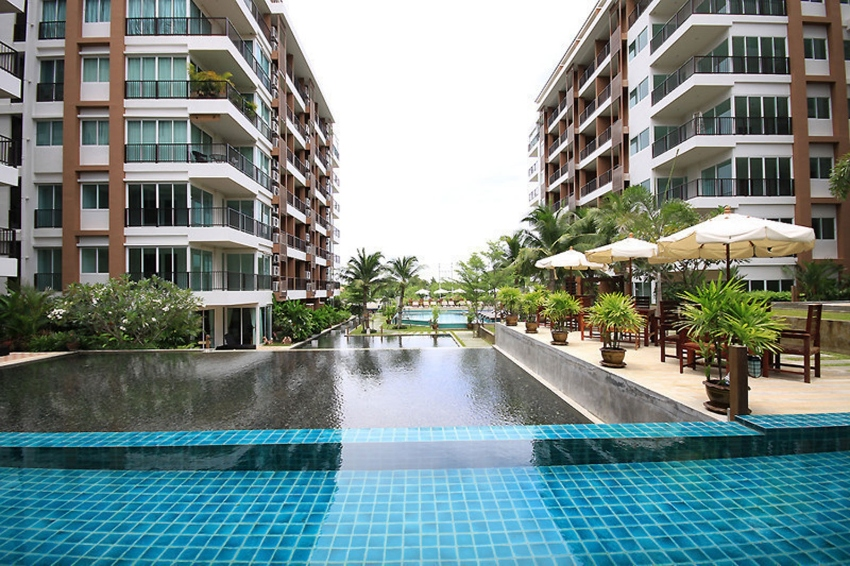 Nice Sized 1 Bed. Condo For Sale at Diamond Suites.