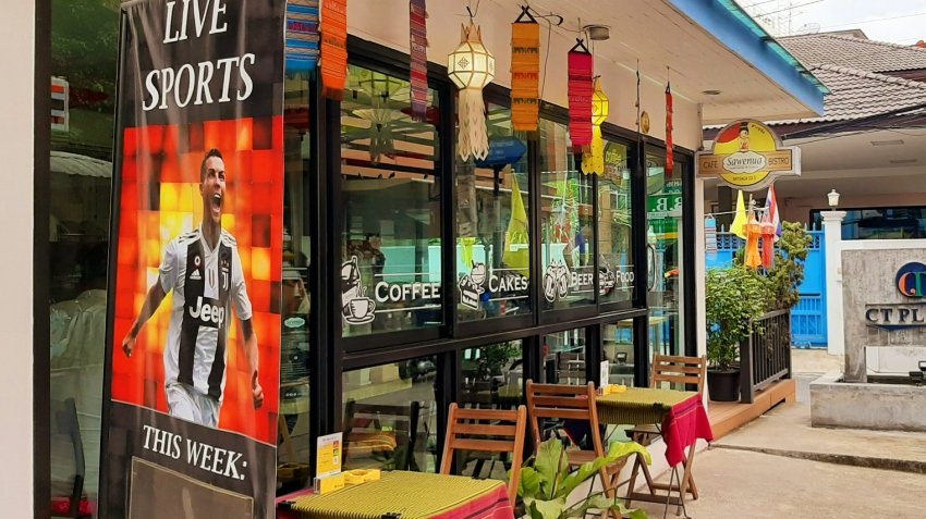 Excellent business opportunity! Cozy and Colorful Café Bistro Bangkok