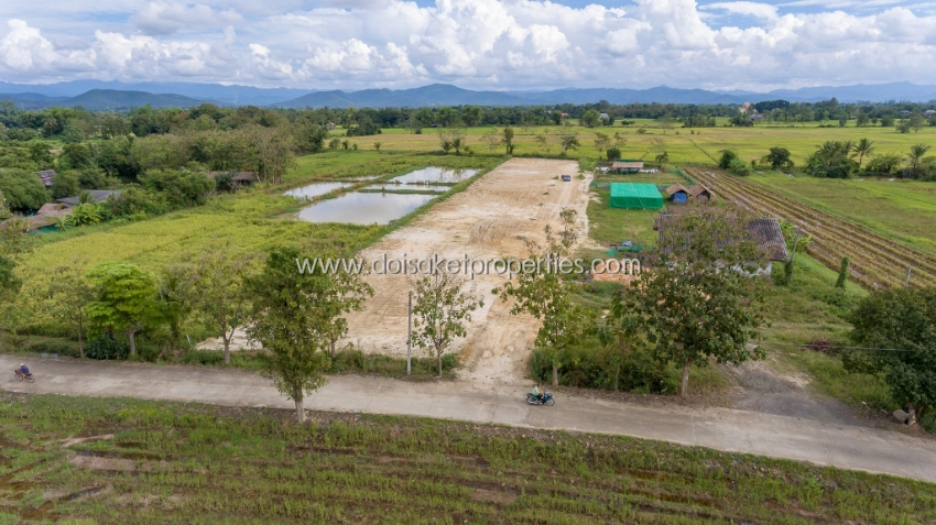 (LS300-00) Land for sale, with mountain views and fields in the midst