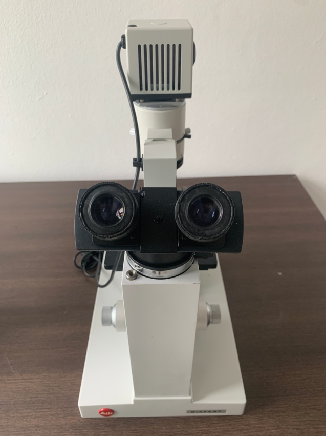 LEITZ DIAVERT INVERTED MICROSCOPE WITH 4 OBJECTIVES AND POWER SUPPLY