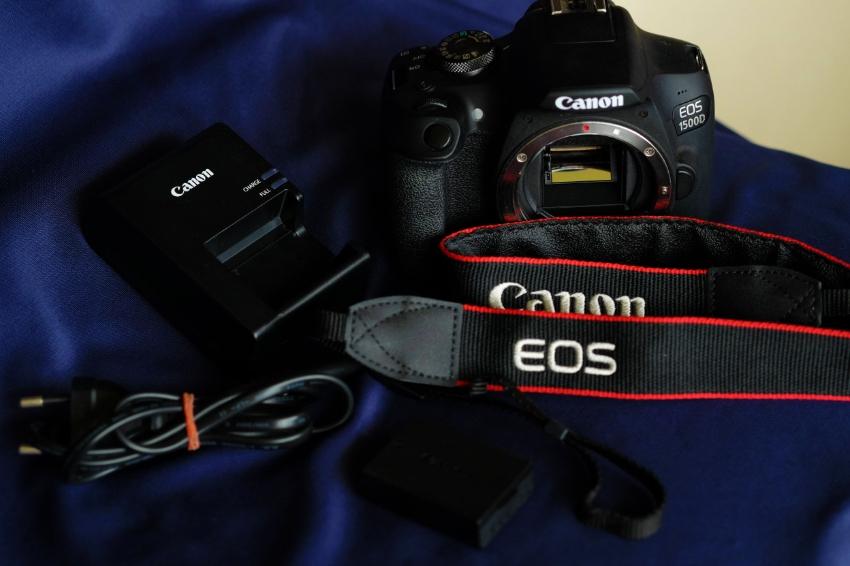 Canon EOS 1500D / Rebel T7 24.1MP DSLR Camera Body