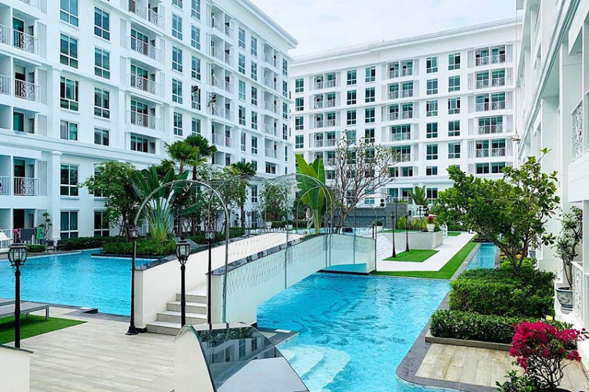 The Orient Resort & Spa - Direct Pool Access