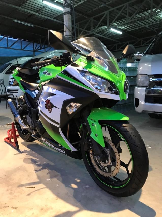 Kawasaki Ninja 300 Special edition Aniversary 30th in nice condition