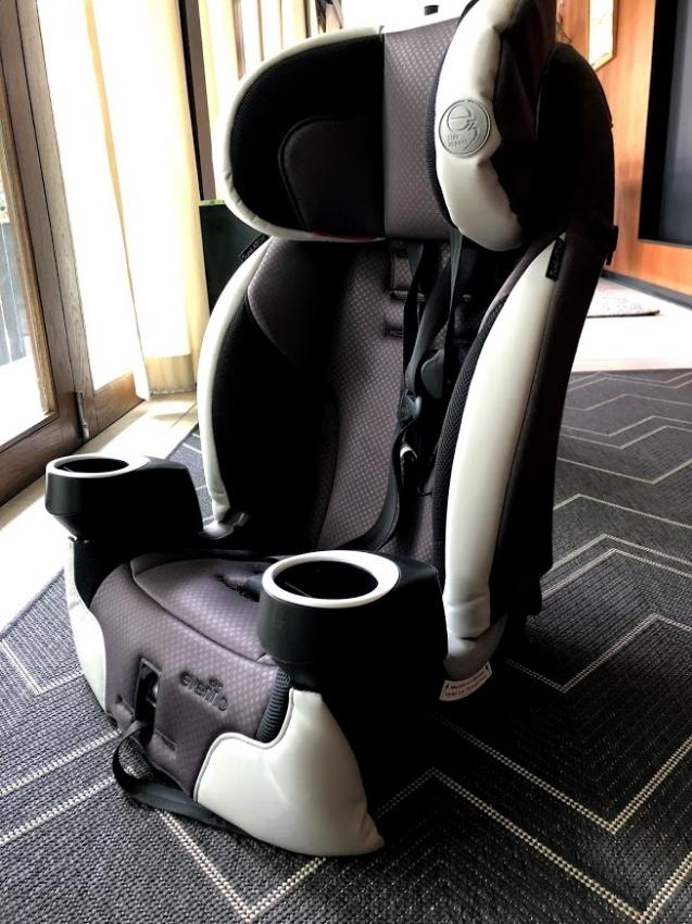 Evenflo securekind DLX Harnessed Booster Car Seat