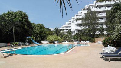 Jomtien Grand Condotel: Large one-bedroom suite garden/sea view condo
