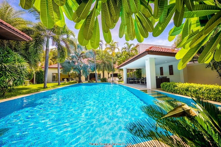 Spacious Luxurious Villa 100 meters from the beach