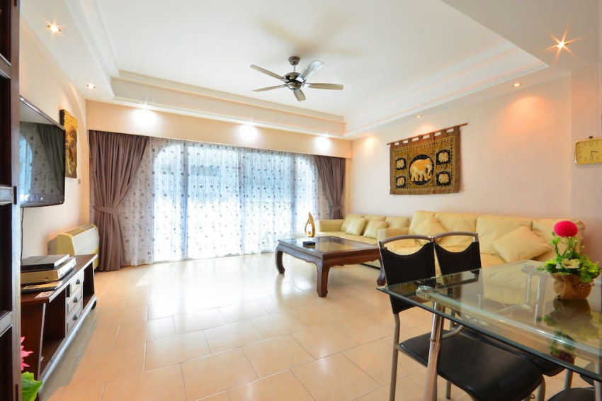 Large 2 Bedroom Condo 150m From The Beach. Great Location and Price