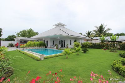 New built luxury pool villa for sale