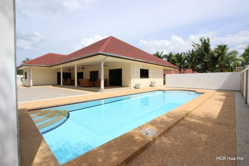 Large 4 bedroom pool villa for sale