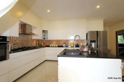 Beautiful 5 Bedroom pool villa with guest house for sale.