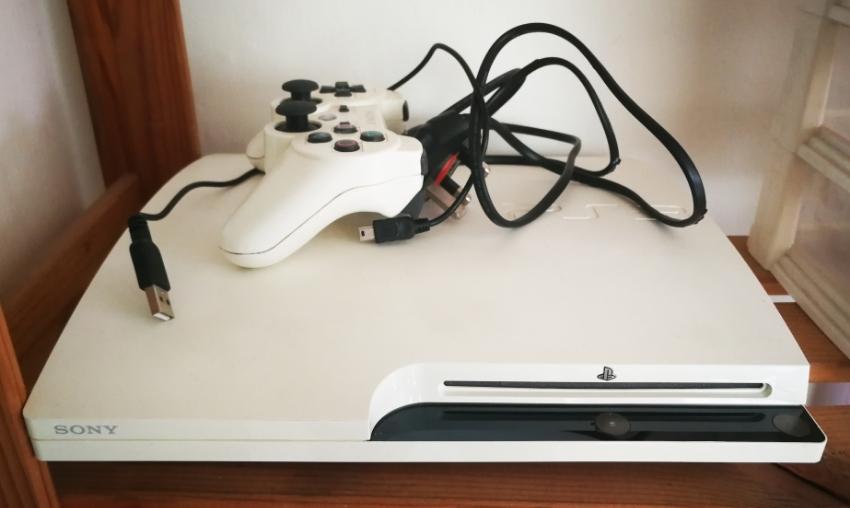 PS3 + joystick + 6 games