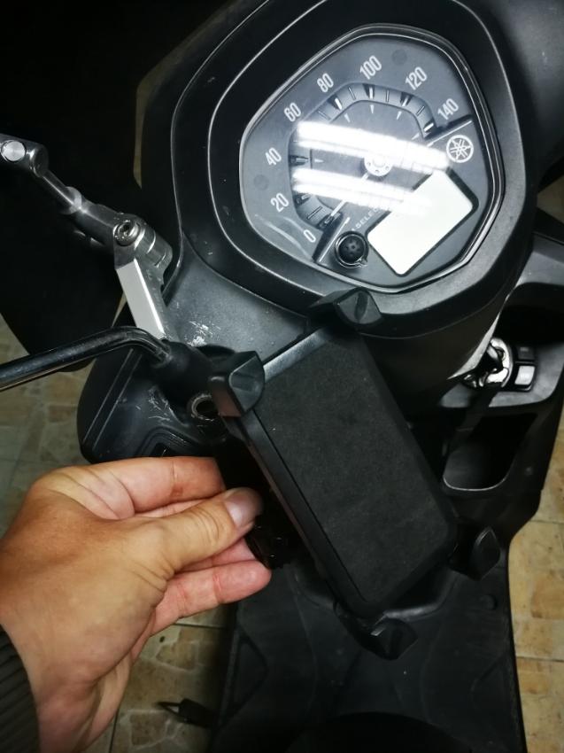 Telephone mobile fixation for motorbike