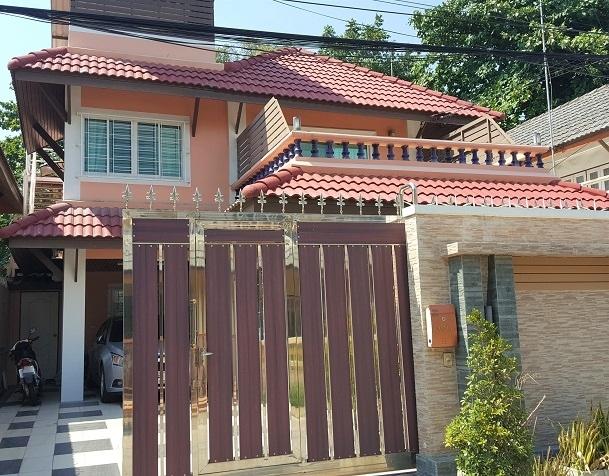 Detached house by the beach (Bangsaen, Chonburi)
