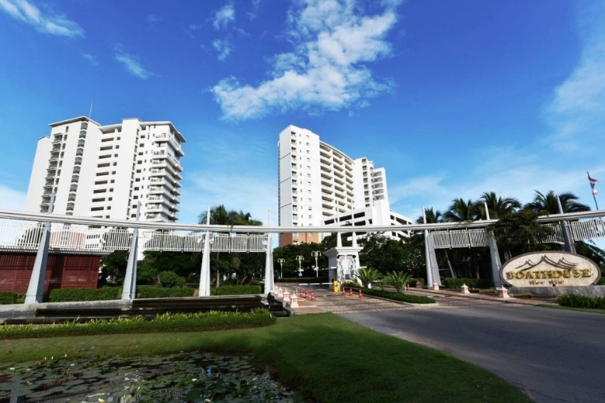 Luxury Beachfront Condo in Hua Hin at The Boathouse