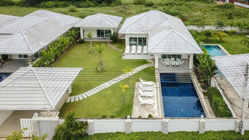 Modern 4 BR 3 Bath Pool Villa Accomodation For 10