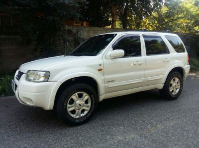 EXCELLENT 2005 White FORD ESCAPE SUV, TOP MODEL, LOADED,  4x4