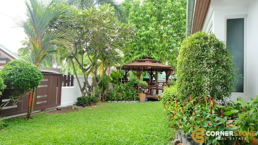 #HS1073  A Beautiful Village 3 Bedroom For Sale @ Siam Place