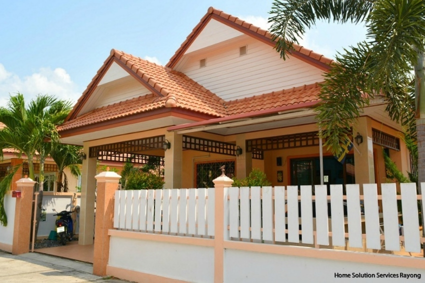 Low season special price! 3 bedroom house in central Ban Phe