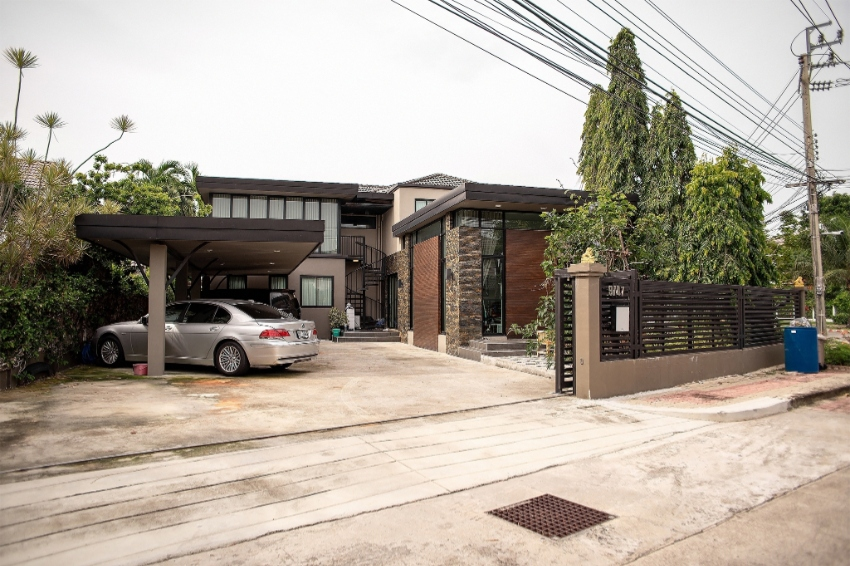 Modern Style house for sale with 6 Bedroom, close to Mega Bangna