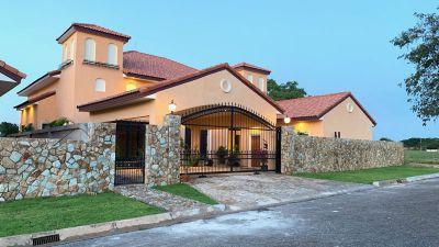 Brand-new 3 plus bedroom pool-villa within Phoenix Golf park