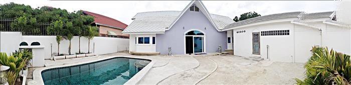 luxury pool villa in prime location