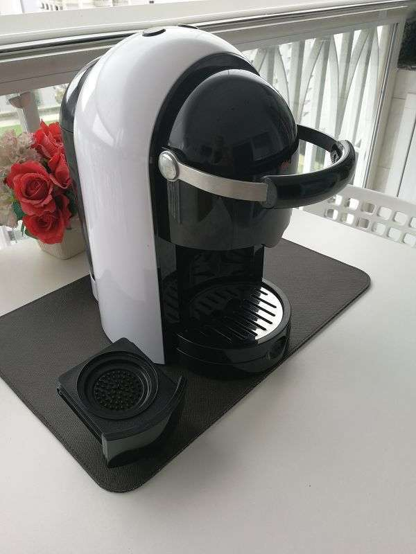 Coffee machine for coffee PADS such as