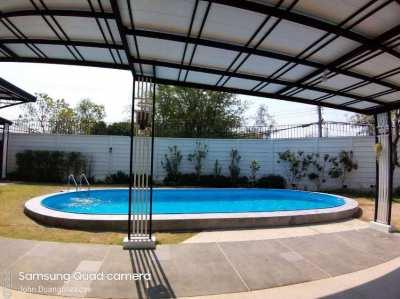 Schwimmbecken ueberall in Thailand fertiggestellt