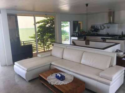 AWESOME BEACHFRONT HOUSE - REDUCED 1.95 Mbht